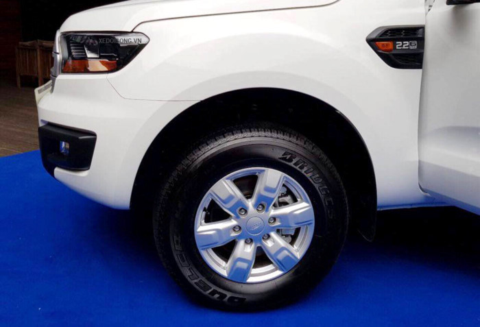 Ford Everest Ambiente 2.0L 4×2 MT 20195