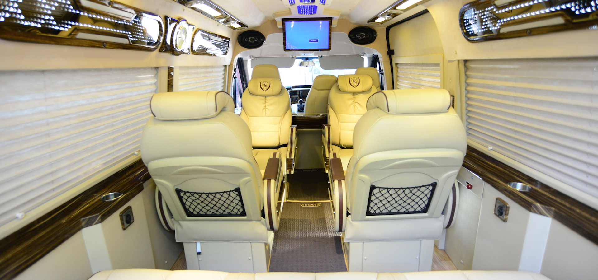 Ford Transit Dcar Limousine 2021 (Bản 10 chỗ)5
