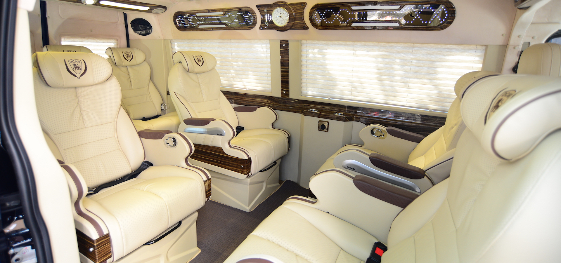 Ford Transit Dcar Limousine 2021 (Bản 10 chỗ)3